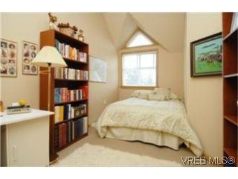 Photo 7: Photos: 404 663 Goldstream Ave in VICTORIA: La Fairway Condo for sale (Langford)  : MLS®# 499068