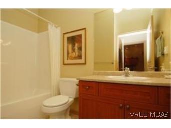 Photo 8: Photos: 404 663 Goldstream Ave in VICTORIA: La Fairway Condo for sale (Langford)  : MLS®# 499068