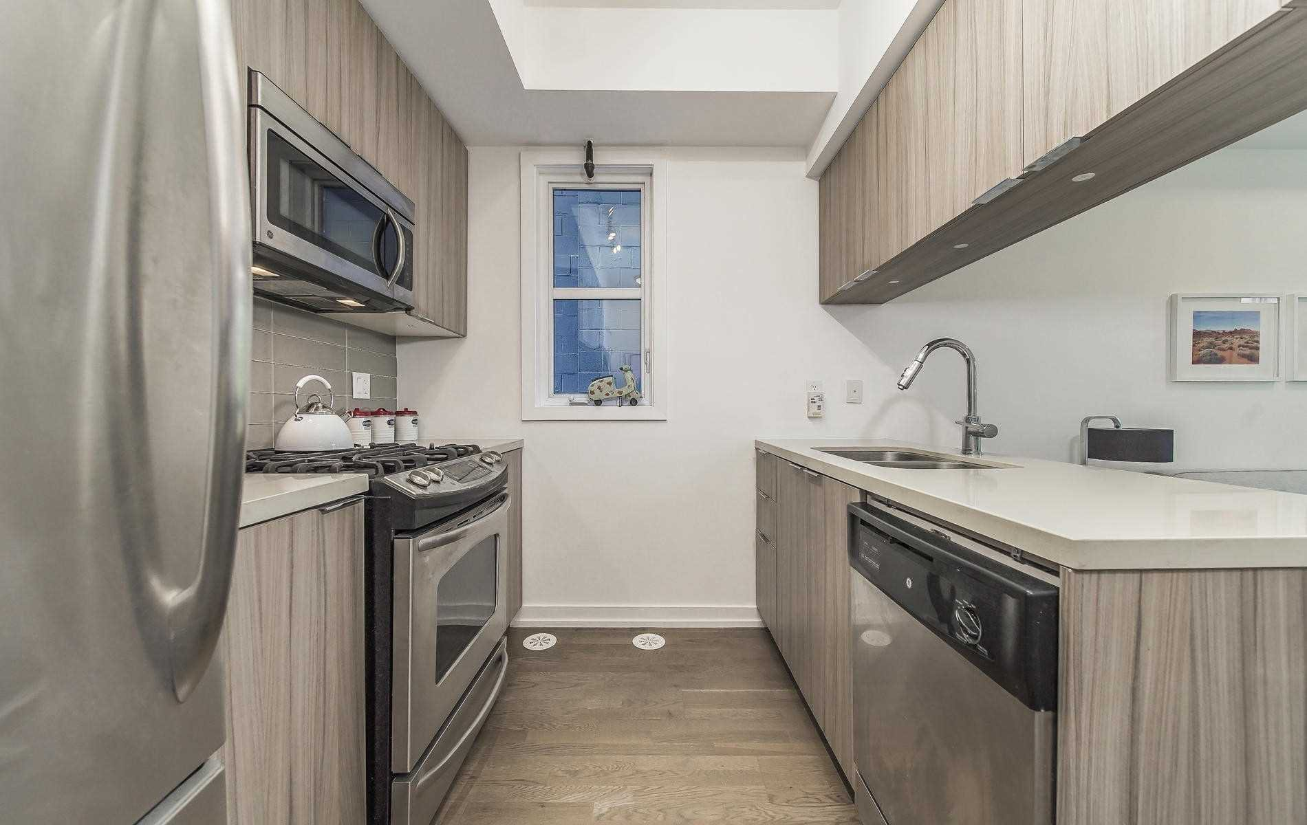 Photo 5: Photos: Th 11 150 Broadview Avenue in Toronto: South Riverdale Condo for sale (Toronto E01)  : MLS®# E4519038