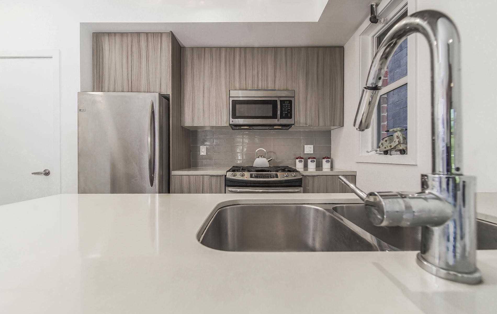 Photo 6: Photos: Th 11 150 Broadview Avenue in Toronto: South Riverdale Condo for sale (Toronto E01)  : MLS®# E4519038