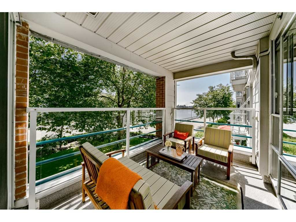 "Main Photo: 213 1990 S E KENT Avenue in Vancouver: South Marine Condo for sale in ""Harbour House at Tugboat Landing"" (Vancouver East)  : MLS®# R2398371"