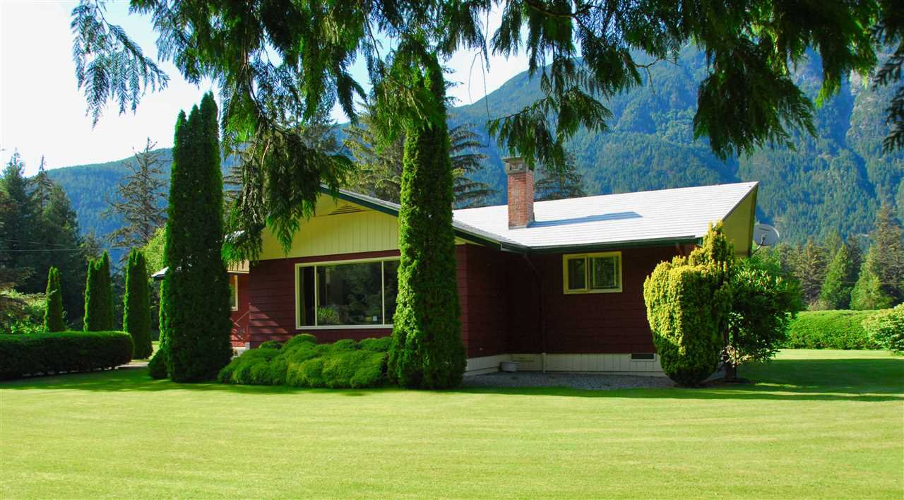 Photo 2: Photos: 944 MACKENZIE Highway in Bella Coola: Bella Coola/Hagensborg House for sale (Williams Lake (Zone 27))  : MLS®# R2482254