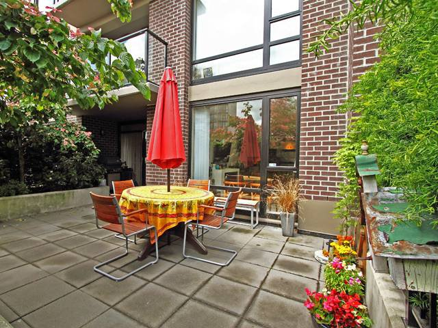 "Main Photo: 308 151 W 2ND Street in North Vancouver: Lower Lonsdale Condo for sale in ""SKY"" : MLS®# V835338"