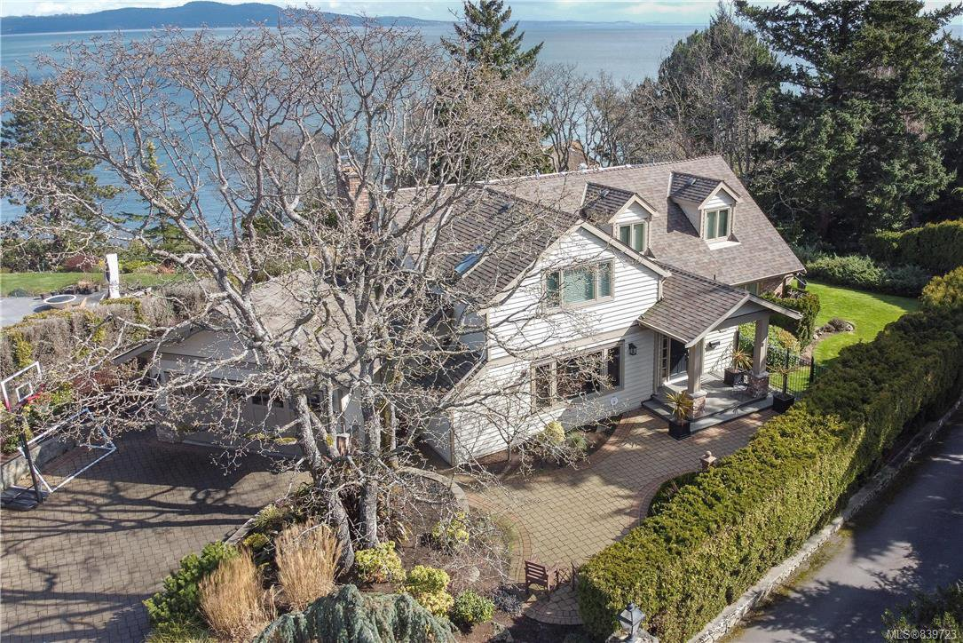 Main Photo: 4403 Shore Way in Saanich: SE Gordon Head House for sale (Saanich East)  : MLS®# 839723
