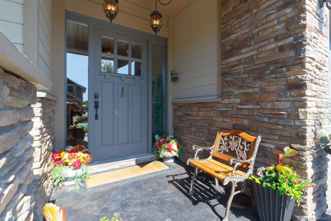 Main Photo: 2152 Players Dr in : La Bear Mountain Single Family Detached for sale (Langford)  : MLS®# 850675