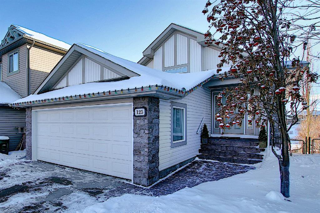 125 Cranwell Bay SE, located in a quiet cul-de-sac and backing onto a gorgeous pond, greenspace and pathways!