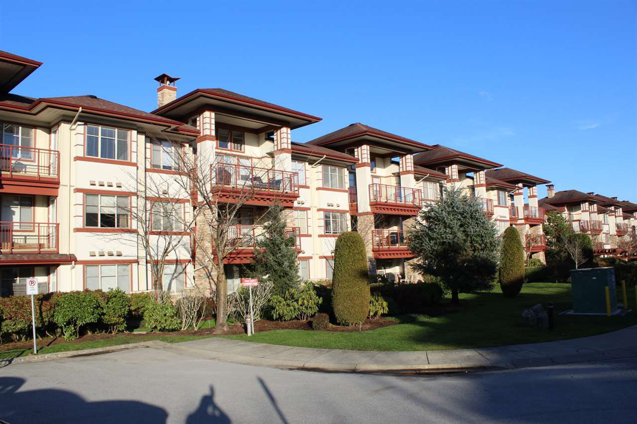 """Main Photo: 109 16477 64 Avenue in Surrey: Cloverdale BC Condo for sale in """"St. Andrews"""" (Cloverdale)  : MLS®# R2526861"""