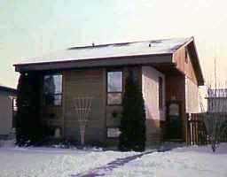 Main Photo: 71 KNOTSBERRY Bay in WINNIPEG: St Vital Single Family Detached for sale (South East Winnipeg)  : MLS®# 9900133