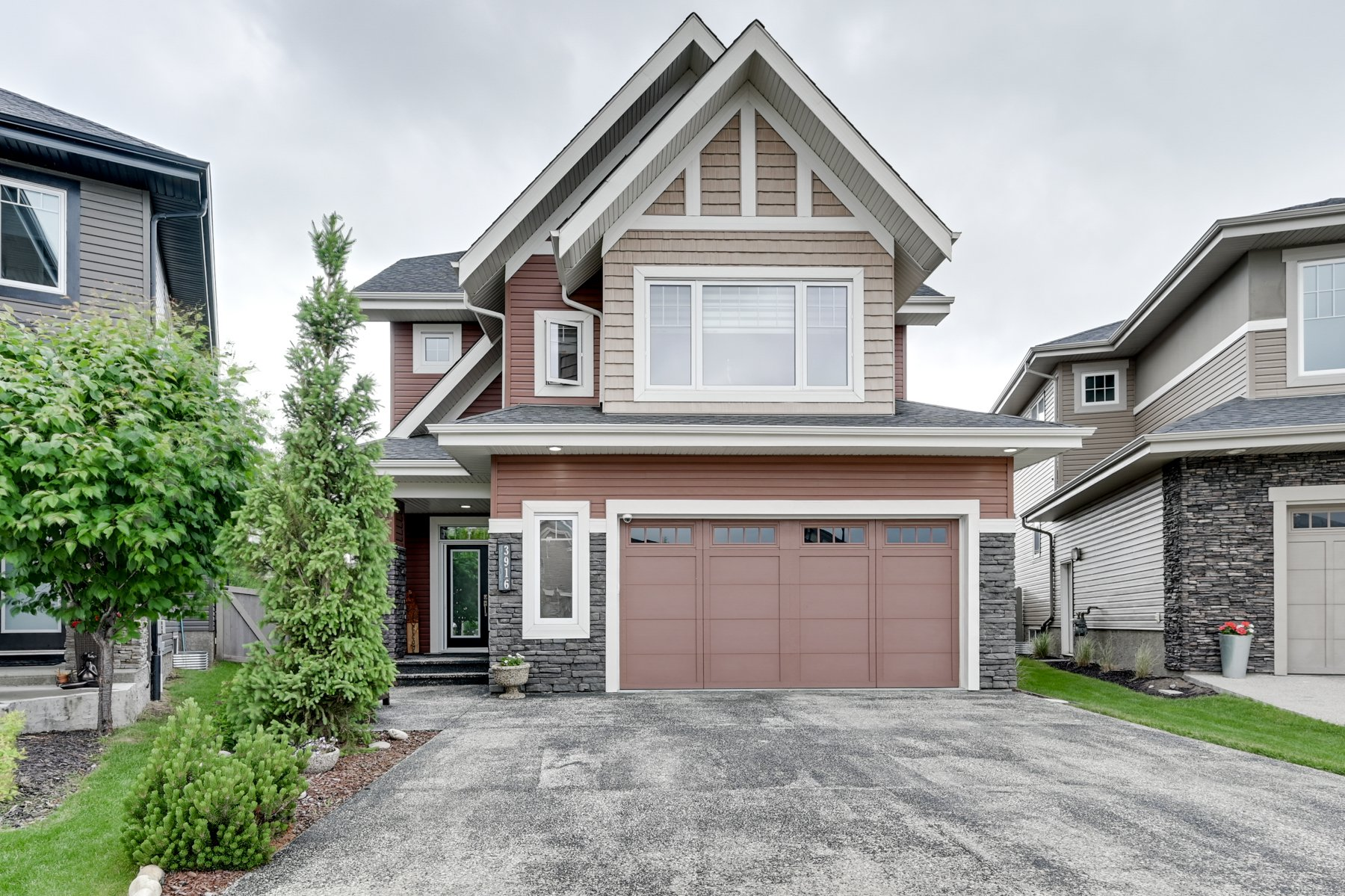 Main Photo: 3916 Whitelaw Close in Edmonton: House for sale