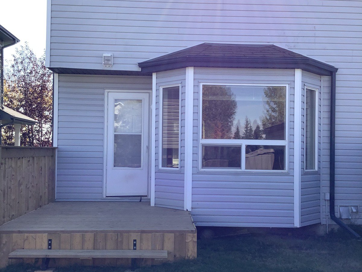 Main Photo: 166 Hemingway Road in Edmonton: House Half Duplex for rent