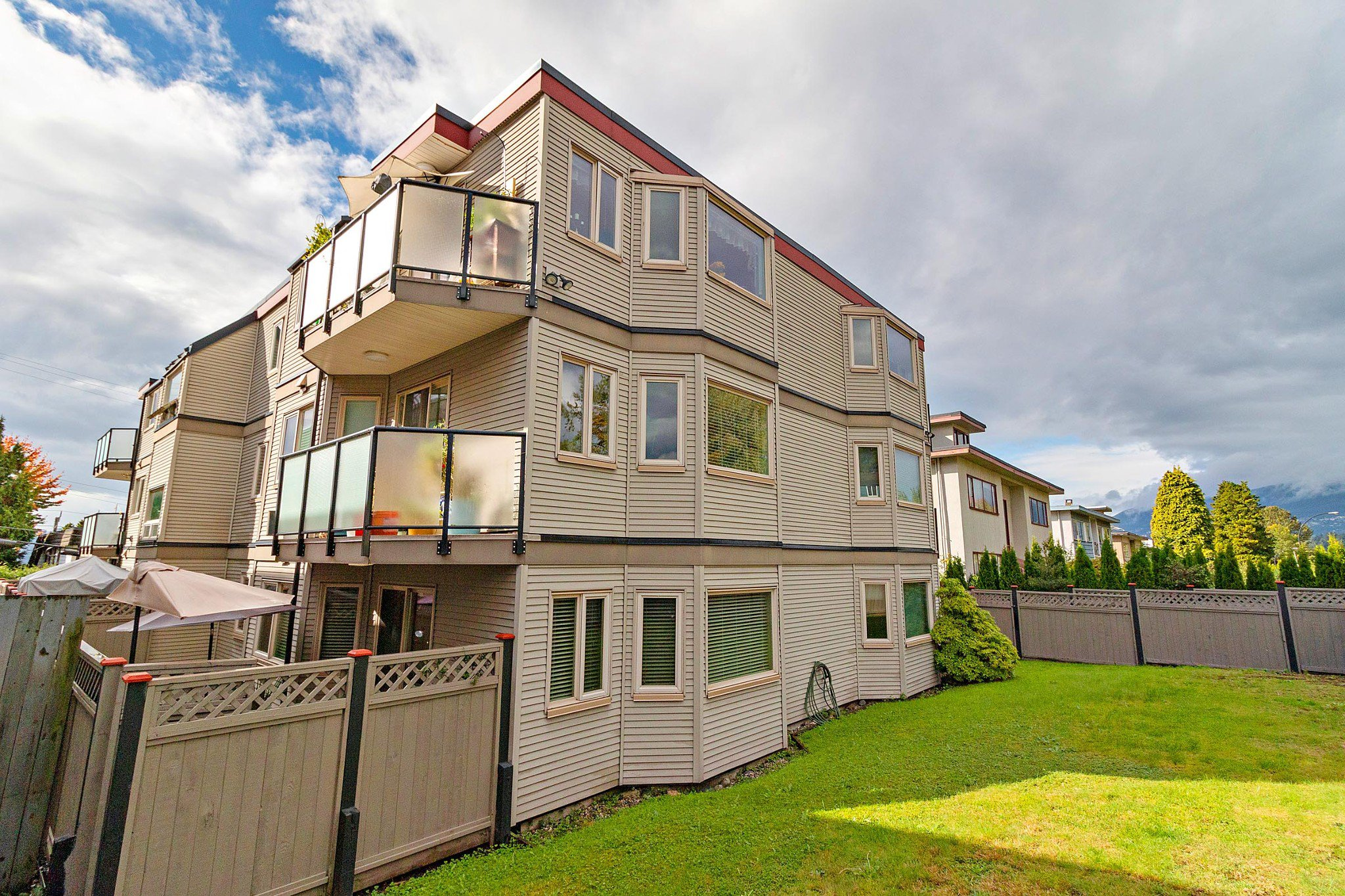 Main Photo: 102 333 W 4TH Street in North Vancouver: Lower Lonsdale Condo for sale : MLS®# R2507877