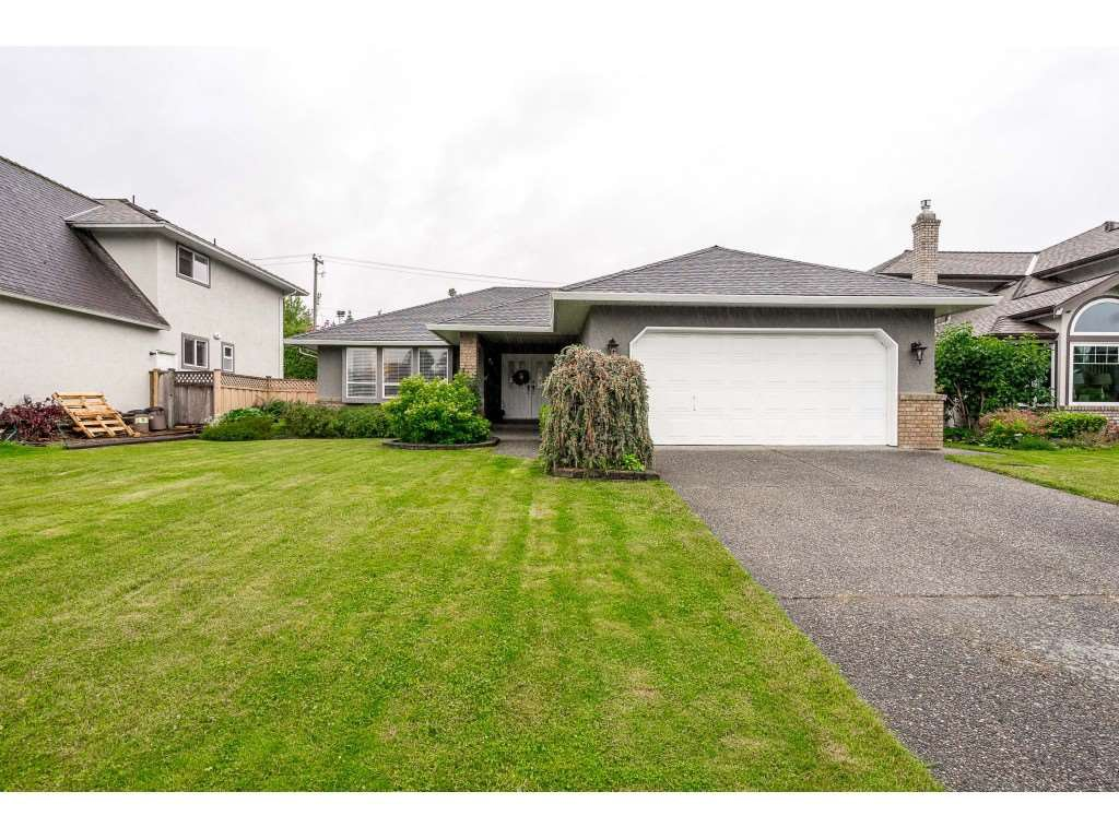 """Main Photo: 4861 208A Street in Langley: Langley City House for sale in """"Newlands"""" : MLS®# R2467992"""