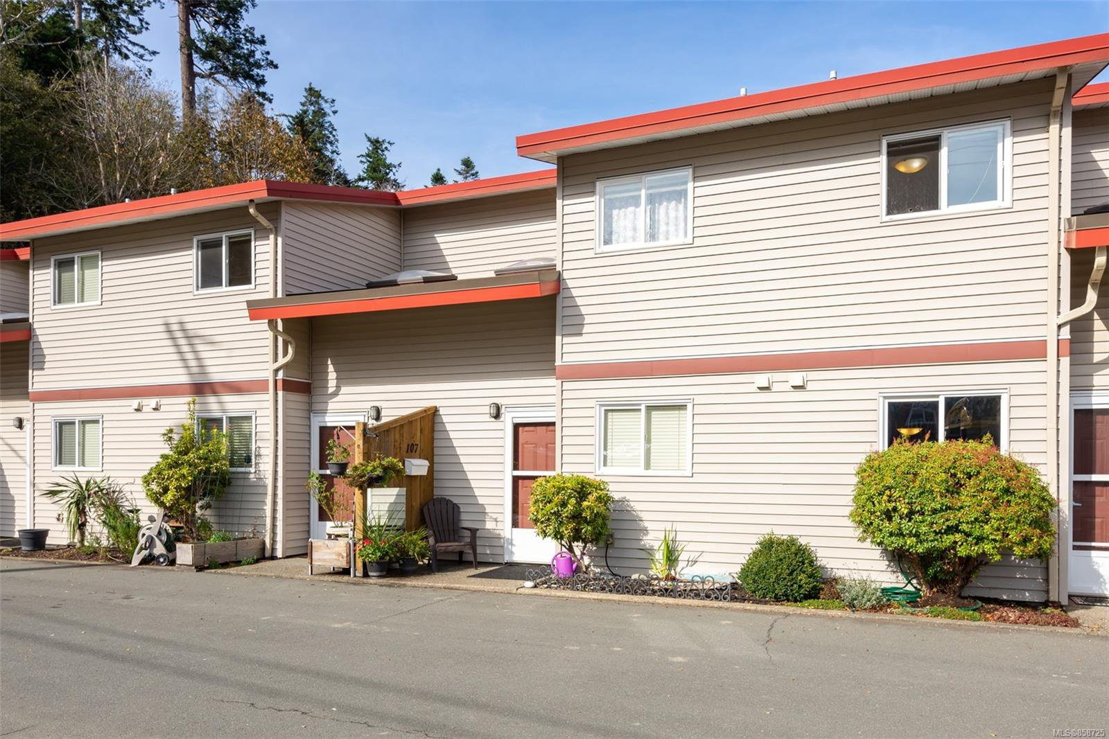 Main Photo: 107 824 S Island Hwy in : CR Campbell River Central Row/Townhouse for sale (Campbell River)  : MLS®# 858725
