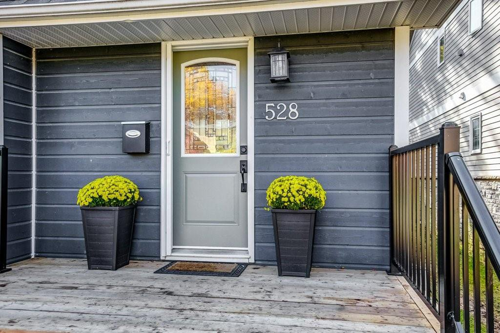 Photo 2: Photos: 528 HAGER Avenue in Burlington: Residential for sale : MLS®# H4091557