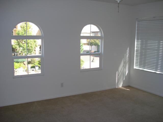 Photo 8: Photos: SAN MARCOS Townhouse for sale : 3 bedrooms : 1736 Morgans Avenue
