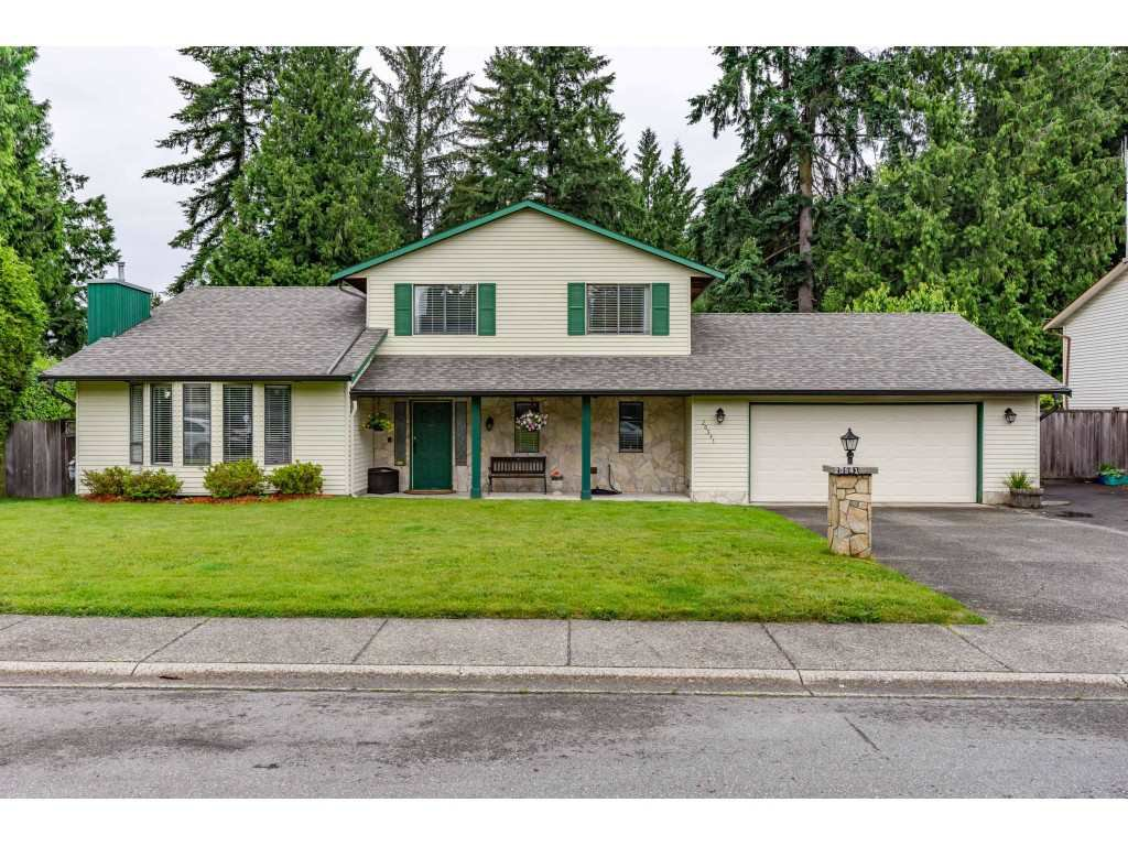 "Main Photo: 20541 95A Avenue in Langley: Walnut Grove House for sale in ""WALNUT GROVE"" : MLS®# R2463697"