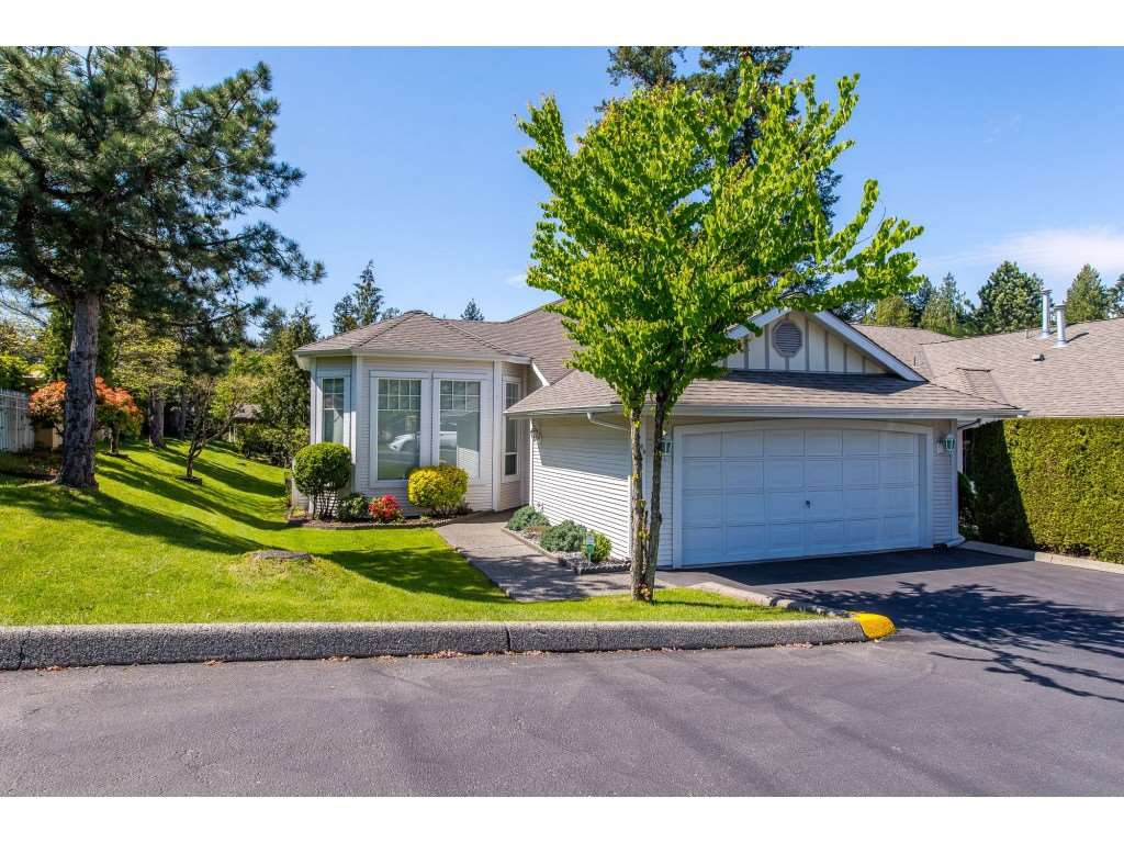 "Main Photo: 100 20655 88 Avenue in Langley: Walnut Grove Townhouse for sale in ""Twin Lakes"" : MLS®# R2398426"