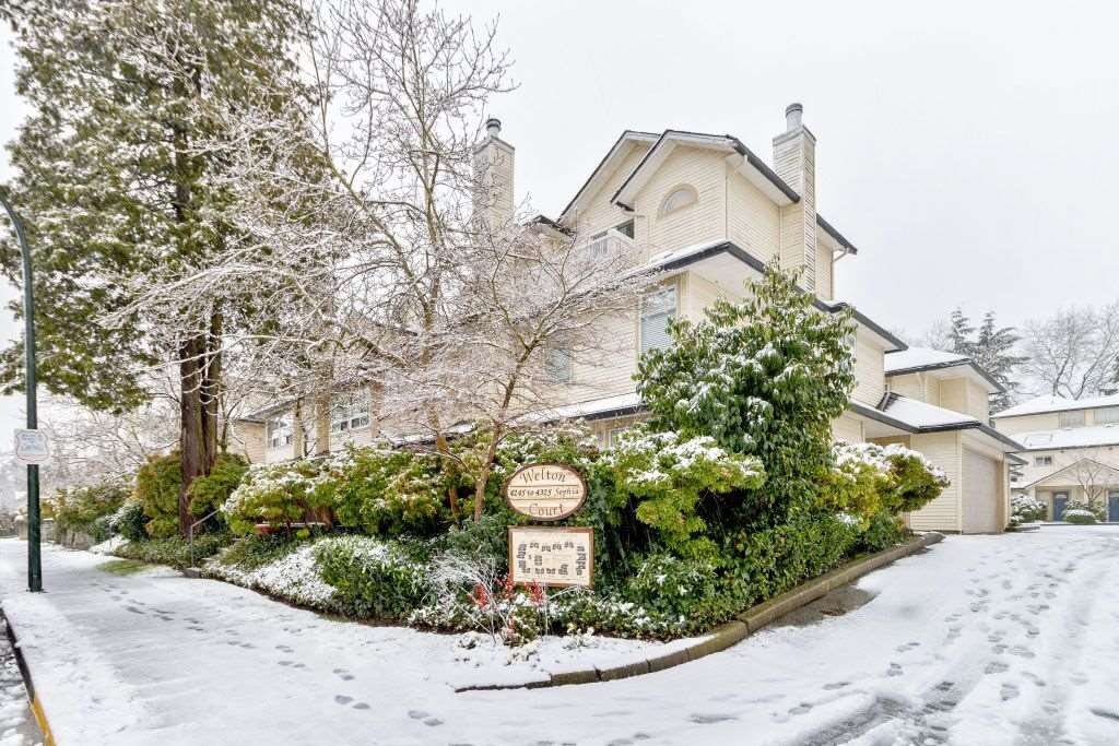 """Main Photo: 16 4325 SOPHIA Street in Vancouver: Main Townhouse for sale in """"WELTON COURT"""" (Vancouver East)  : MLS®# R2428330"""