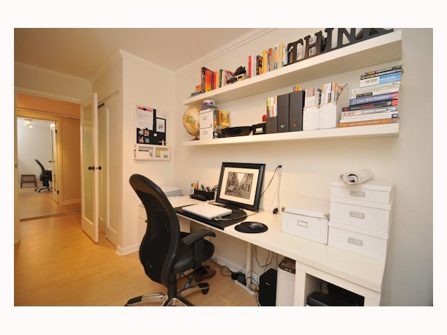 """Main Photo: 107 310 W 3RD Street in North Vancouver: Lower Lonsdale Condo for sale in """"DEVON MANOR"""" : MLS®# V788416"""