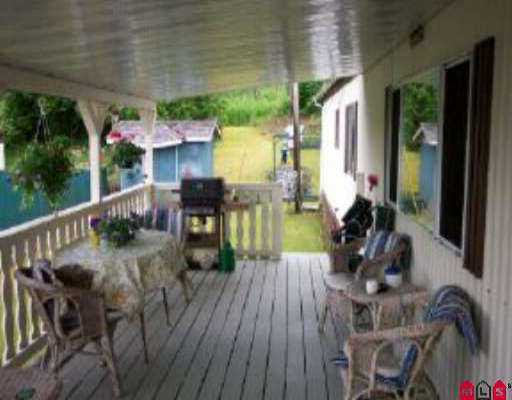 """Photo 7: Photos: 21 10221 WILSON ST in Mission: Stave Falls Manufactured Home for sale in """"TRIPLE CREEK"""" : MLS®# F2513809"""