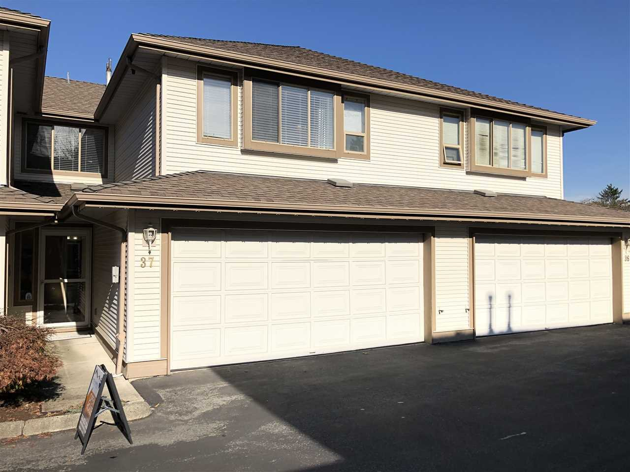 "Main Photo: 37 22280 124 Street in Maple Ridge: West Central Townhouse for sale in ""HILLSIDE TERRACE"" : MLS®# R2411790"