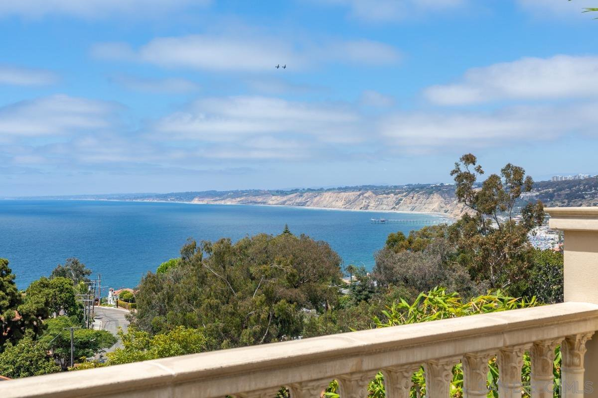 Main Photo: LA JOLLA House for sale : 4 bedrooms : 1601 Kearsarge Road