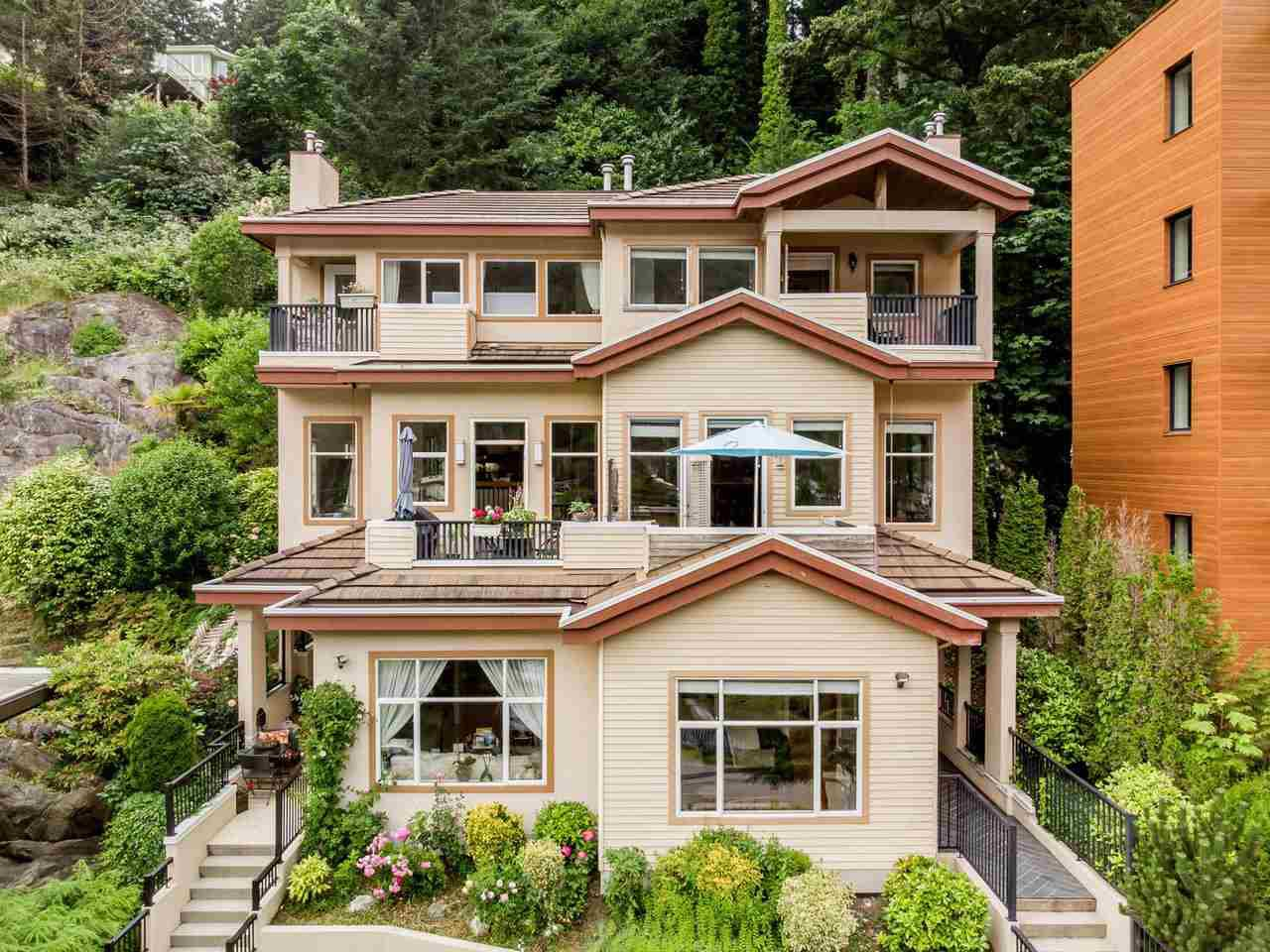 Main Photo: 6639 NELSON Avenue in West Vancouver: Horseshoe Bay WV House 1/2 Duplex for sale : MLS®# R2477461