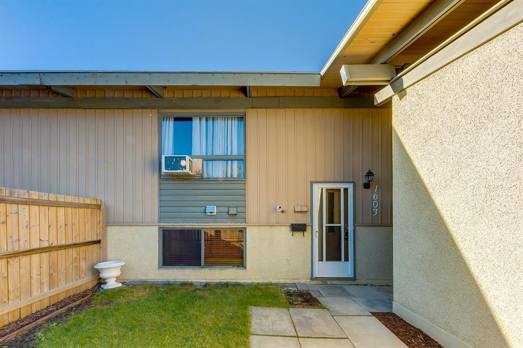 Main Photo: 1603 11010 BONAVENTURE Drive SE in Calgary: Willow Park Row/Townhouse for sale : MLS®# A1027245
