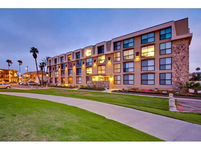 Main Photo: PACIFIC BEACH Condo for sale : 2 bedrooms : 4667 Ocean #408