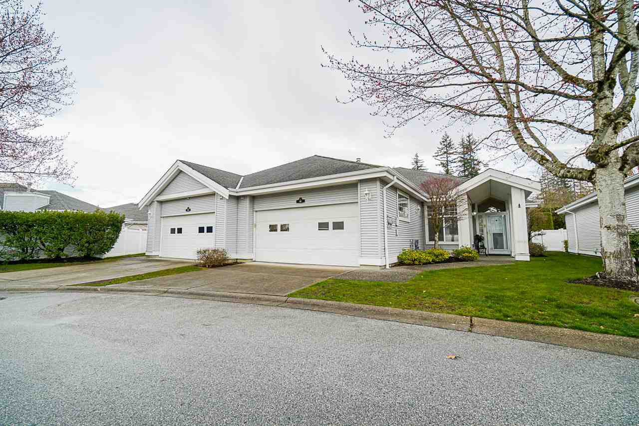 "Main Photo: 64 20770 97B Avenue in Langley: Walnut Grove Townhouse for sale in ""Munday Creek"" : MLS®# R2447478"
