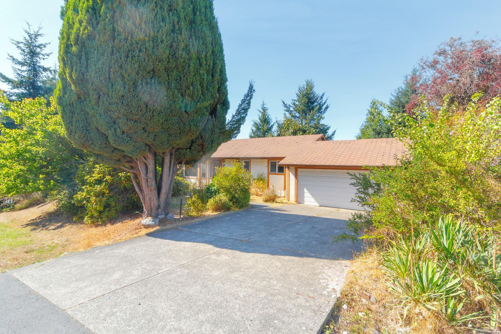 Main Photo: 892 Cecil Blogg Dr in : Co Triangle Single Family Detached for sale (Colwood)  : MLS®# 854643