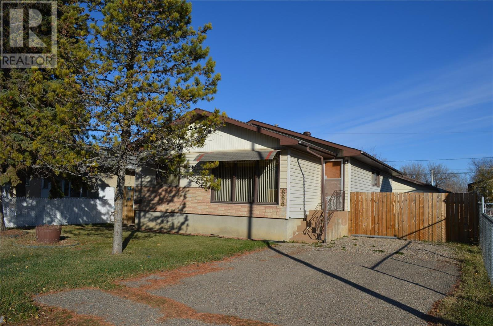 Main Photo: 866 16th ST W in Prince Albert: House for sale : MLS®# SK830689