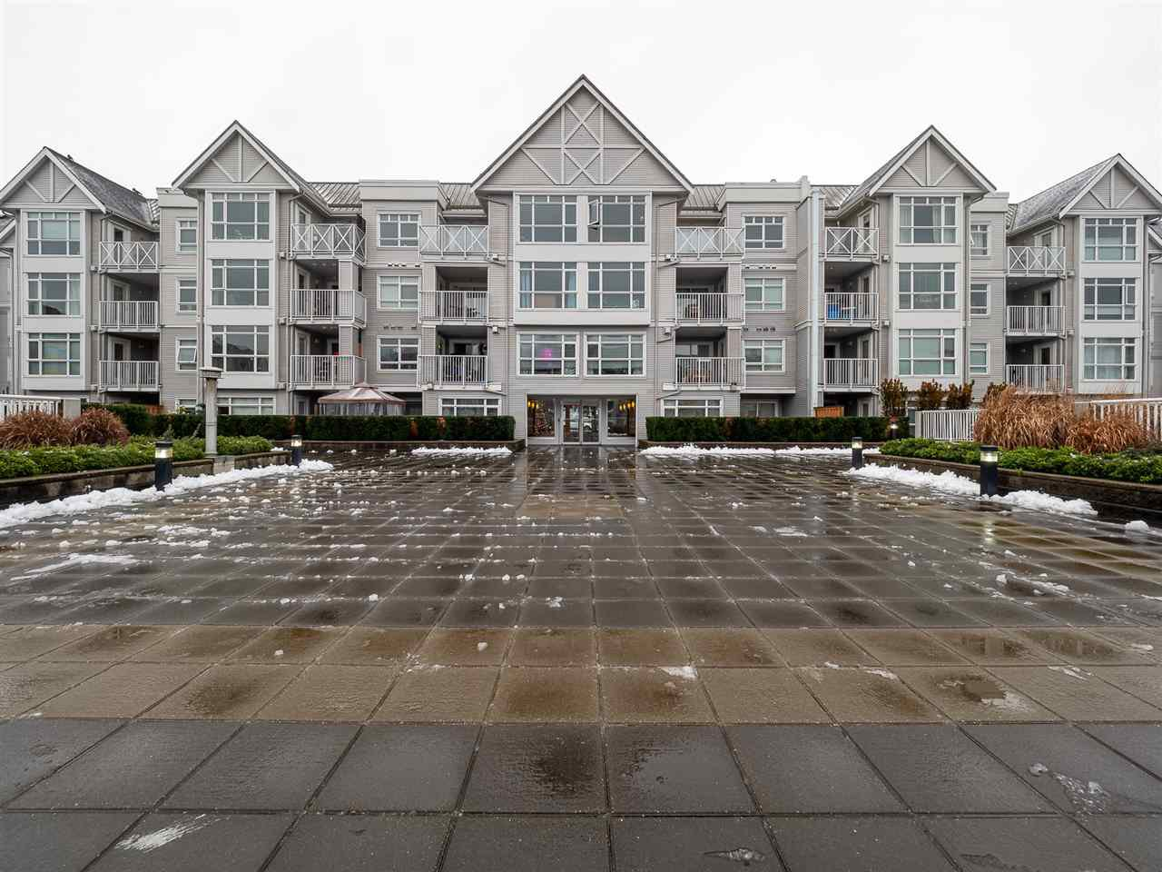 "Main Photo: 406 3122 ST JOHNS Street in Port Moody: Port Moody Centre Condo for sale in ""SONRISA"" : MLS®# R2426906"