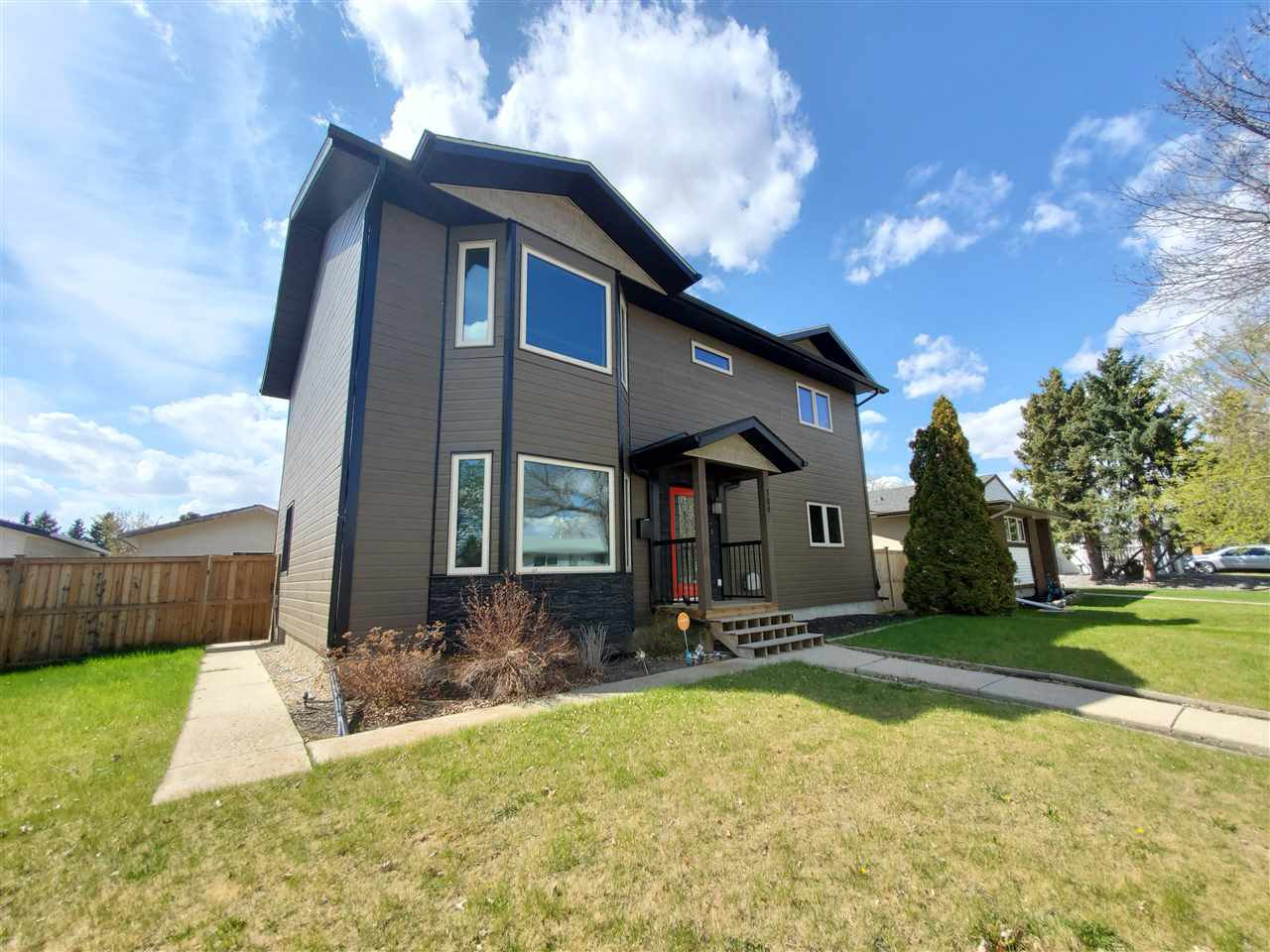 Main Photo: 144 Oak Drive: Wetaskiwin House for sale : MLS®# E4196070