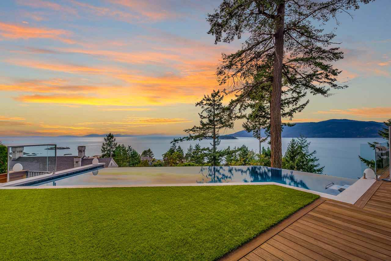 Main Photo: 5385 KEW CLIFF Road in West Vancouver: Caulfeild House for sale : MLS®# R2520276