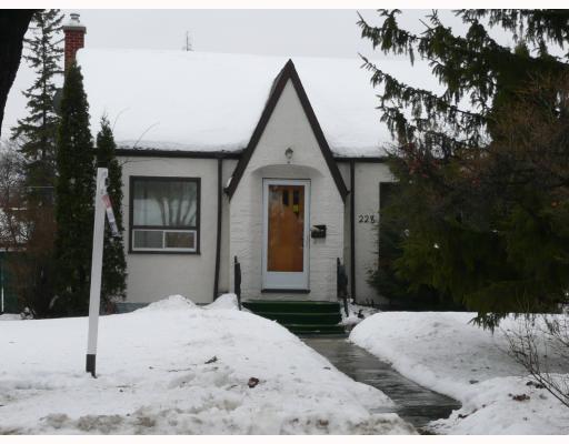 Main Photo: 228 NEIL Avenue in WINNIPEG: East Kildonan Residential for sale (North East Winnipeg)  : MLS®# 2901780