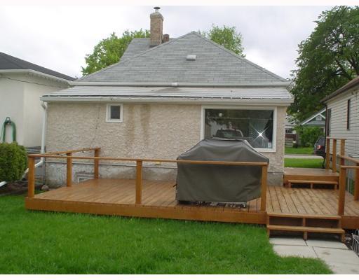 Photo 2: Photos: 549 WINDSOR Avenue in WINNIPEG: East Kildonan Single Family Detached for sale (North East Winnipeg)  : MLS®# 2708227
