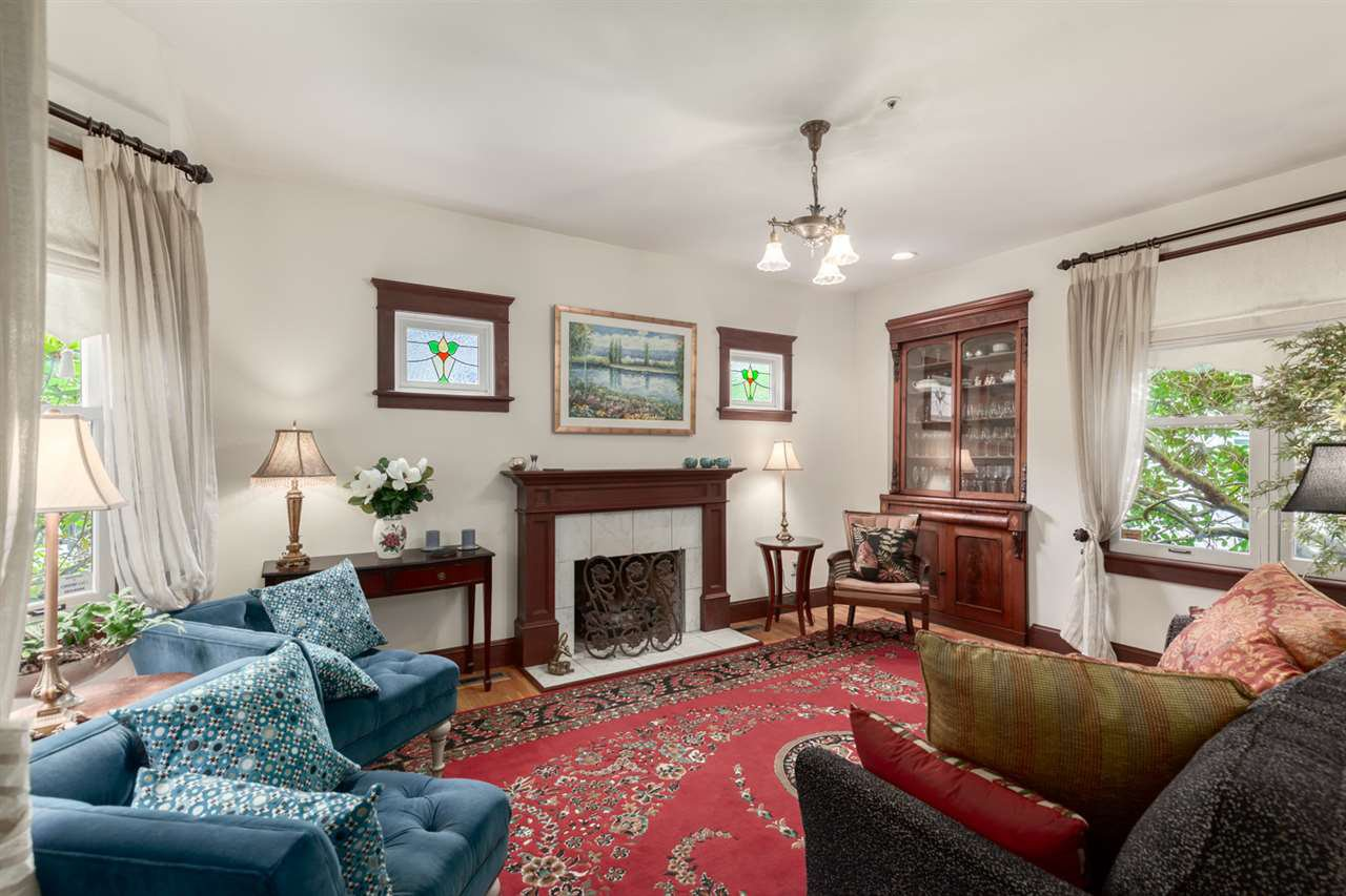 Main Photo: 126 W 10TH Avenue in Vancouver: Mount Pleasant VW Townhouse for sale (Vancouver West)  : MLS®# R2412796