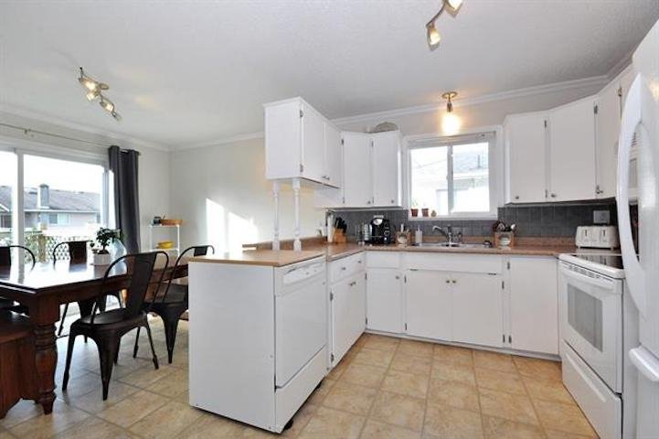 Photo 13: Photos: 7205 ROCHESTER Avenue in Sardis: Sardis West Vedder Rd House for sale : MLS®# R2424274