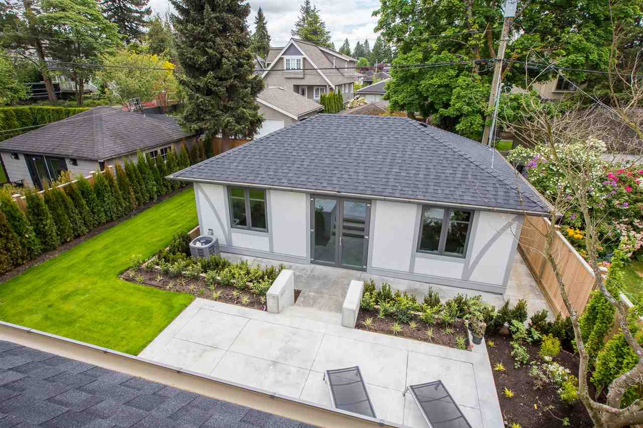 """Photo 3: Photos: 2816 W 30TH Avenue in Vancouver: MacKenzie Heights House for sale in """"MACKENZIE HEIGHTS"""" (Vancouver West)  : MLS®# R2456722"""