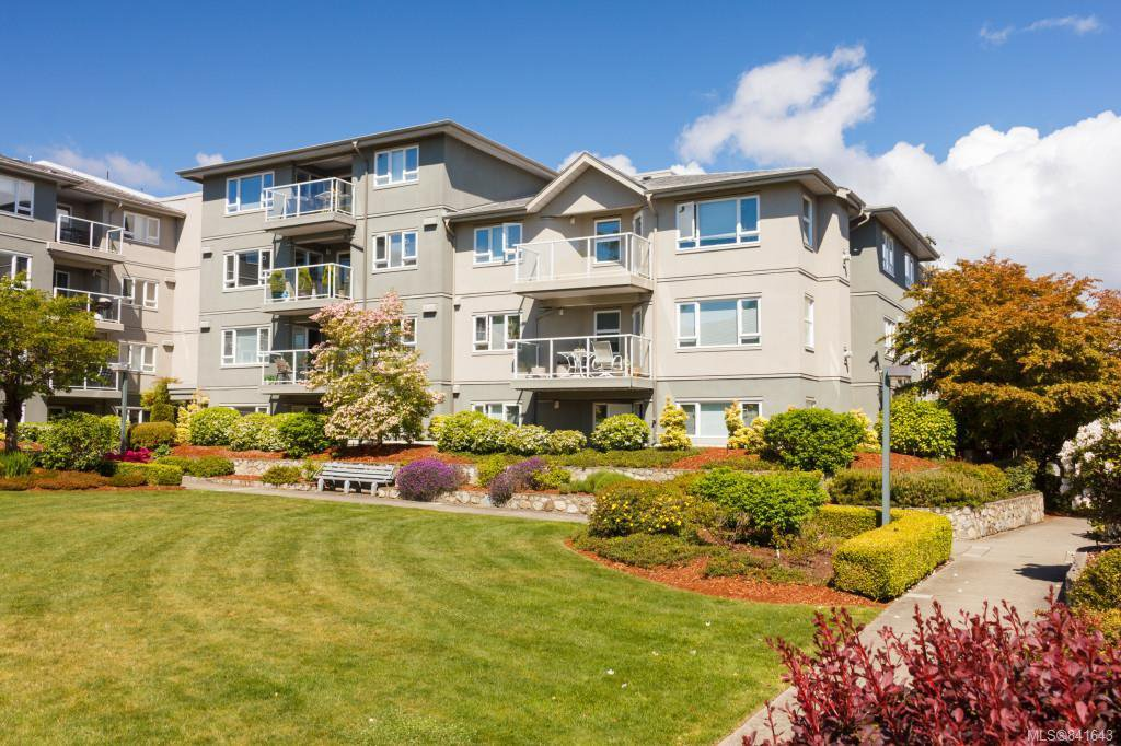 Main Photo: 408 951 Topaz Ave in Victoria: Vi Hillside Condo Apartment for sale : MLS®# 841643