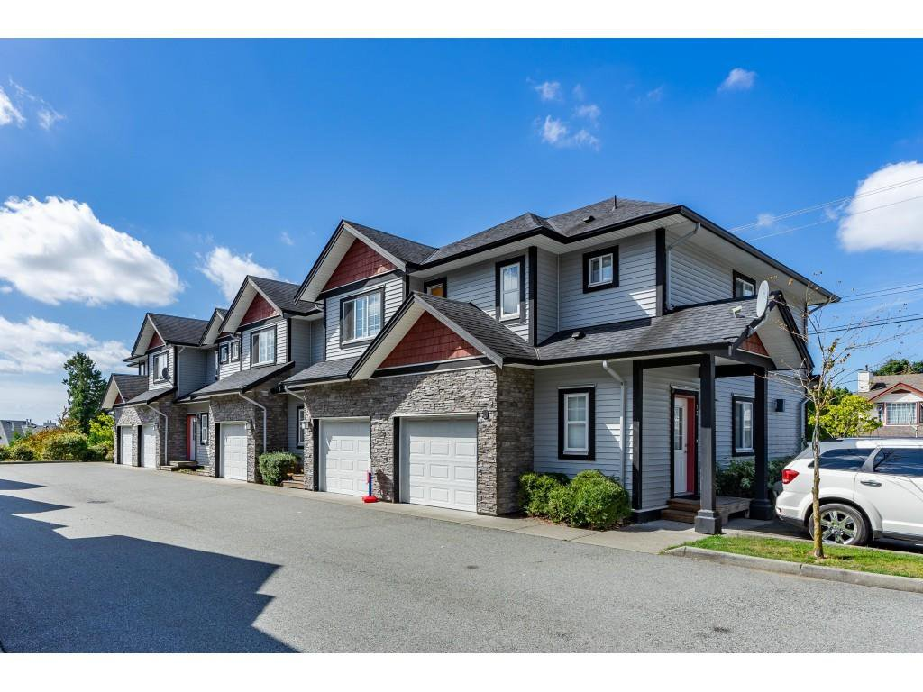 "Main Photo: 15 31235 UPPER MACLURE Road in Abbotsford: Abbotsford West Townhouse for sale in ""KLAZINA ESTATES"" : MLS®# R2492270"