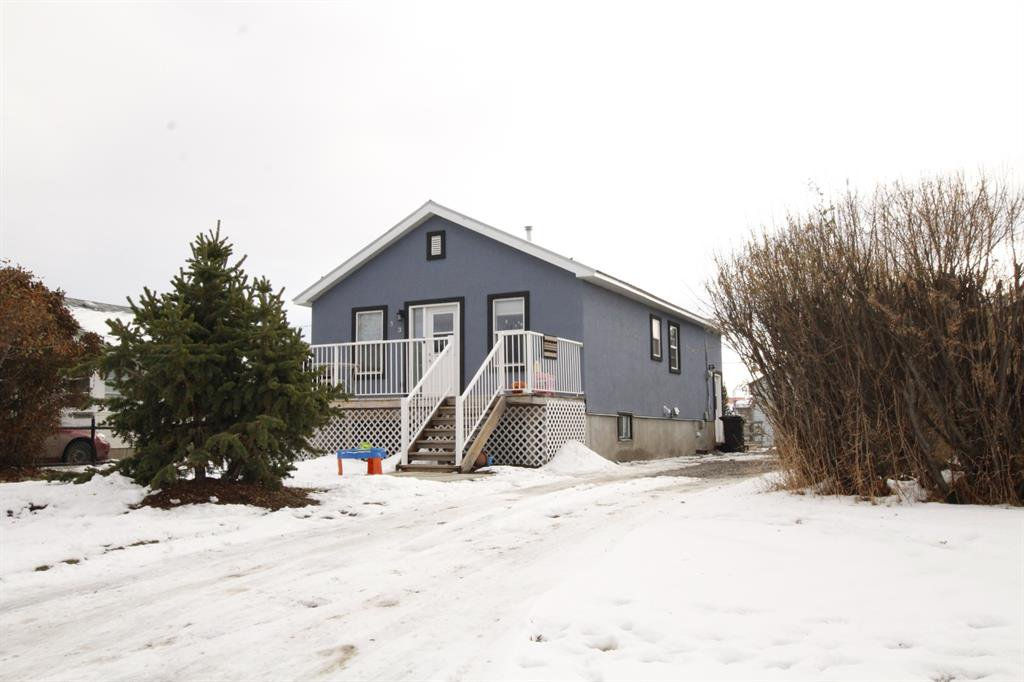 313 1 Ave SW Black Diamond is conveniently located to schools, shopping and access roads