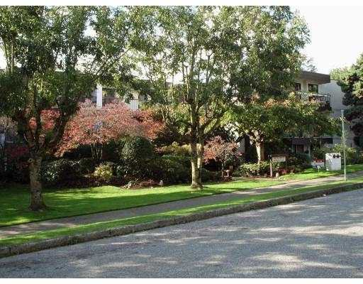 "Main Photo: 306 340 9TH ST in New Westminster: Uptown NW Condo for sale in ""BROW OF THE HILL"" : MLS®# V591765"