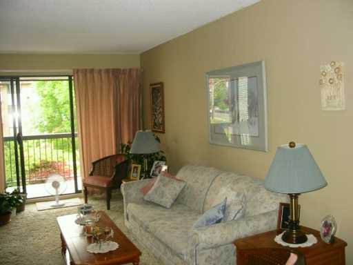 """Photo 2: Photos: 306 340 9TH ST in New Westminster: Uptown NW Condo for sale in """"BROW OF THE HILL"""" : MLS®# V591765"""