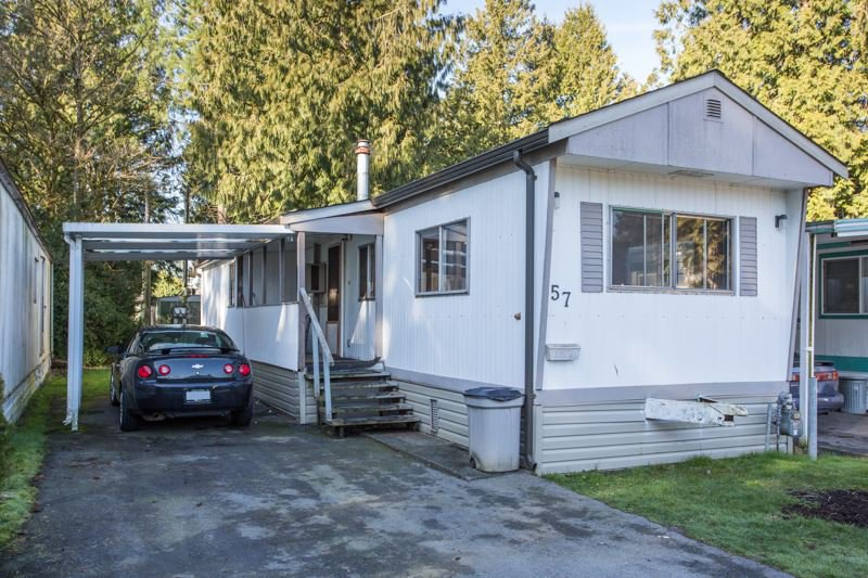 """Main Photo: 57 21163 LOUGHEED Highway in Maple Ridge: Southwest Maple Ridge Manufactured Home for sale in """"Val Marie"""" : MLS®# R2437603"""