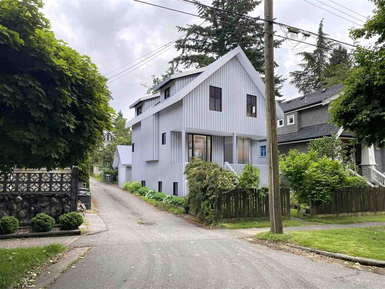 """Main Photo: 820 W 23RD Avenue in Vancouver: Cambie House for sale in """"Douglas Park"""" (Vancouver West)  : MLS®# R2473780"""