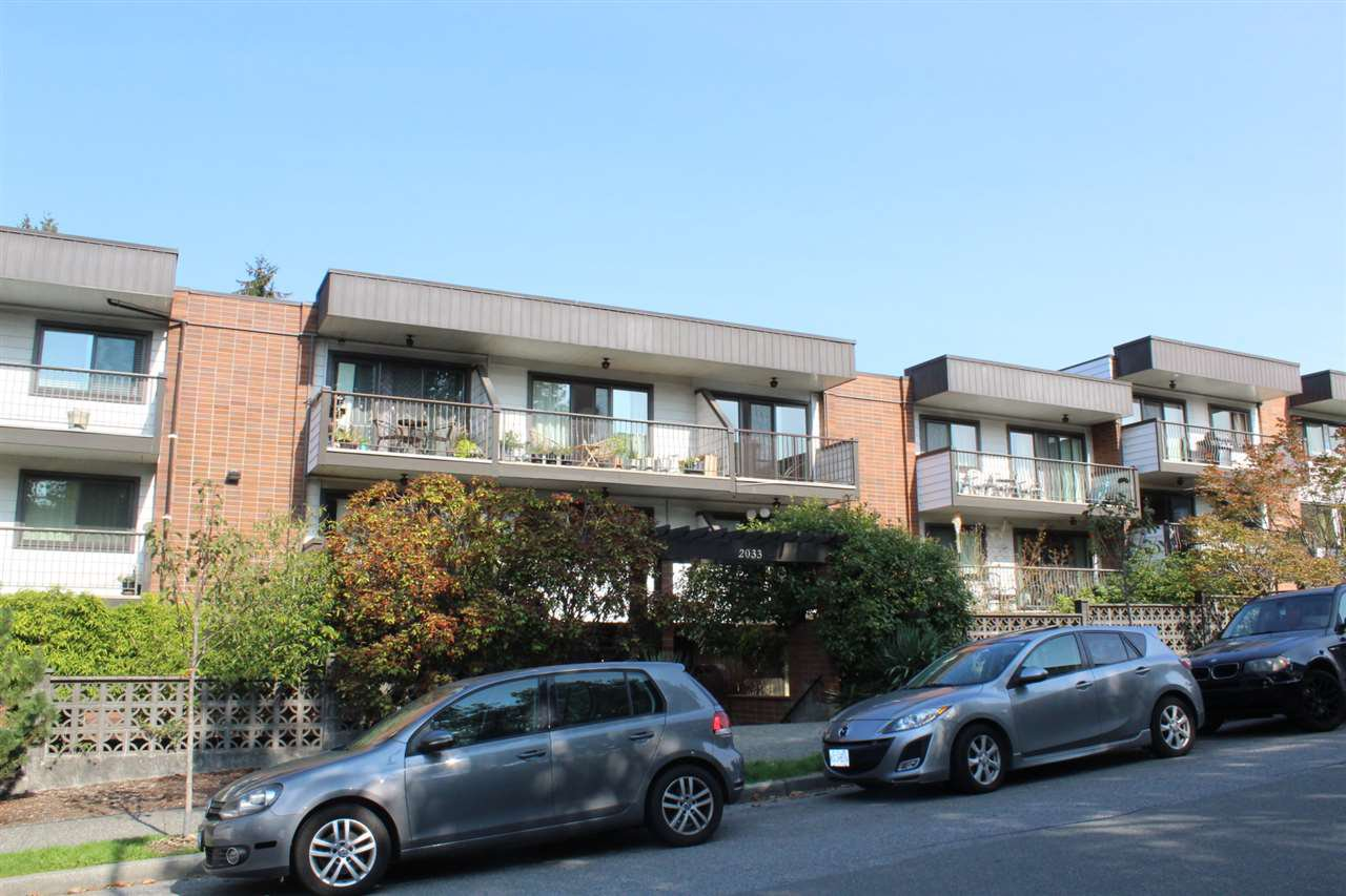 """Main Photo: 117 2033 TRIUMPH Street in Vancouver: Hastings Condo for sale in """"MacKenzie House"""" (Vancouver East)  : MLS®# R2503694"""