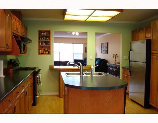 """Photo 3: Photos: 5858 16A Avenue in Tsawwassen: Beach Grove 1/2 Duplex for sale in """"BEACH GROVE"""" : MLS®# V743837"""