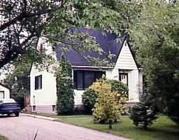 Main Photo: 102 VANSCOY Road in WINNIPEG: Charleswood Single Family Detached for sale (South Winnipeg)  : MLS®# 9812058